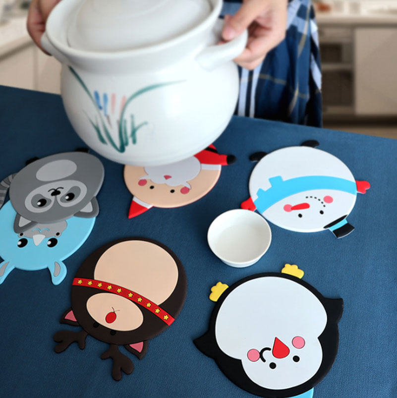 Customization Christmas series pattern waterproof heat resistant dinner plate foldable silicone placemat